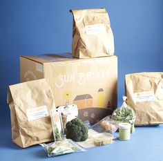 The Best Meal Kit Delivery Boxes 2019 Readers' Choice Awards – Meal kits packaging Home Delivery Meals, Meal Delivery Service, Delivery Food, Vegetable Packaging, Fruit Packaging, Retail Packaging, Cooking Box, Bakery Branding, Subscription Boxes