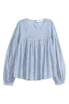 Blouse in woven cotton fabric with stripes. Opening at back of neck with buttons gathered seam at top and long wide sleeves with narrow cuffs. Flared lower section. H&m Fashion, Skirt Fashion, Fashion Outfits, Denim And Lace, Blouse En Coton, Cotton Blouses, Fashion Company, Blue Tops, Indian Outfits