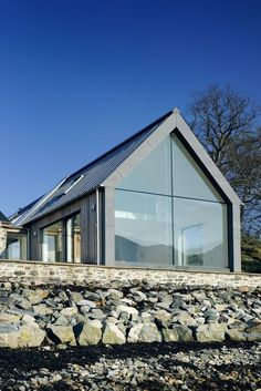 Roof lines and windows. Loch Duich - Rural Design Architects - Isle of Skye and the Highlands and Islands of Scotland Architecture Durable, Interior Architecture, Architecture Colleges, House Plan With Loft, House Plans, Modern Exterior, Exterior Design, Garage Design, House Extensions