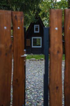 Különleges faházat keresel egy kis pihenésre?  Megtalátad ;) House In The Woods, House Styles, Outdoor Decor, Home Decor, Decoration Home, Room Decor, Home Interior Design, Home Decoration, Interior Design
