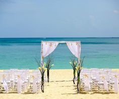 A Bahamas destination wedding or honeymoon will allow you to discover some of the most diverse and stunning islands of the Caribbean.