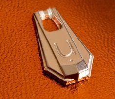 Tiracierres diseñados y fabricados por Apholos. // Pullers designed and crafted by Apholos. www.apholos.com