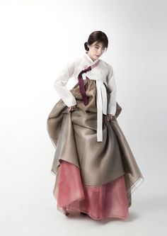 Apr this pin was discovered by korean fashion. Korean Traditional Dress, Traditional Fashion, Traditional Dresses, Korean Dress, Korean Outfits, Korean Clothes, Modern Hanbok, Vogue Korea, Japan Fashion