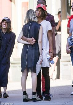 it looked like young love knew no bounds for Jaden Smith and Sarah Snyder on Tuesday. Jada Pinkett Smith, Willow Smith, Blackpink Fashion, African Fashion, Romantic Couples, Cute Couples, Will Smith And Family, Jaden Smith Fashion, Sarah Snyder