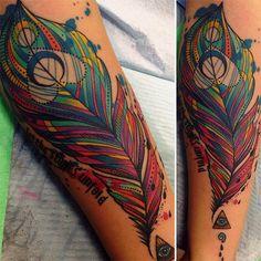 Katie Shocrylas e suas coloridíssimas tattoos neotradicionais psicodélicas