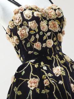 """♡₊˚༄˳ 𝒑𝒊𝒏𝒕𝒆𝒓𝒆𝒔𝒕: ѕoyvιrgo┊soyvirgo.com ♡: """" Pierre Balmain Haute Couture, 1953 """""""