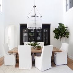Best Indoor Garden Ideas for 2020 - Modern Interior Design Companies, Interior Design Studio, Interior Design Inspiration, Home Design, Dining Nook, Dining Chairs, Dining Table, Newport Beach, White Home Decor