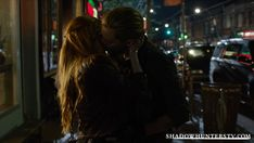 shadowhunters jace y clary Jace And Clary Kiss, Shadowhunters Clary And Jace, Shadowhunters Series, Shadowhunters The Mortal Instruments, Clary Fray, Cassandra Clare, Bisous Gif, Dominic Sherwood, Jace Wayland