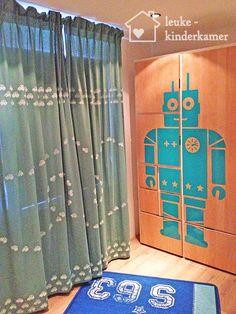robotsticker-op-kast-autootjesgordijn-en-vloerkleedjpg.jpg (600×800)