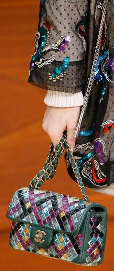 Chanel Fall 2015 Ready-to-Wear Fashion Show Details Chanel 2015, Coco Chanel, Chanel Purse, Chanel Handbags, Tote Handbags, Purses And Handbags, Chanel Bags, Handbag Accessories, Fashion Accessories
