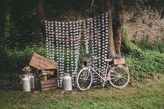 Vrai mariage : décor photobooth | Un mariage champêtre et paillette | M comme Madame - Nouveau blog mariage et famille