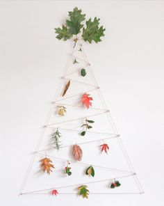 Nature Christmas tree - keep adding to it with your nature walk finds! Find items you want to keep & display your years worth at Xmas! Wall Christmas Tree, Decoration Christmas, Christmas In July, Xmas Tree, Winter Christmas, Tree Tree, Fall Decor, Fall Crafts, Christmas Crafts