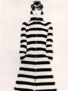 Vuokko Eskolin-Nurmesniemi via Style Bubble Mod Fashion, 1960s Fashion, Fashion Beauty, Vintage Fashion, Fashion Shoes, Black And White Design, Black White Stripes, Style 60s, Marimekko