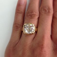 Does it get any sparklier than this? You could easily get lost in the incredible facets of this 3.76ct Cushion cut diamond. With a smooth 18kt yellow gold mounting, this piece is one of the most stunning rings you will ever see. A hand crafted Single Stone original. (213) 892-0772 www.singlestone.com #diamonds #gold #18k #engagement #wedding #rings #finejewelry #bling #cushioncut #sparkle