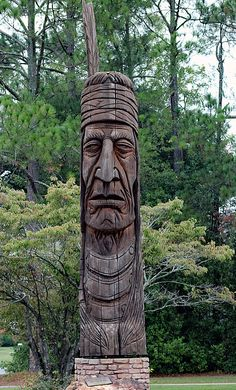 Native American Totem by Bill And Deb Hayes Totem Pole Art, Tiki Totem, Totem Poles, Tree Carving, Wood Carving Art, Wood Carvings, Driftwood Sculpture, Lion Sculpture, Red Oak Tree