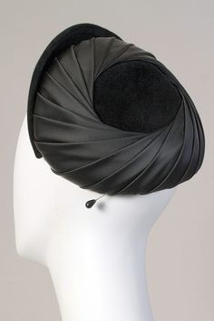 Pleated hat of black satin and velvet, Halle Bros. Co., American, 1950s, KSUM 1998.64.8.