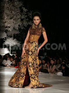 ~ Living a Beautiful Life ~ Anne Avantie fashion show Blissful Wedding. Kebaya Brokat, Kebaya Dress, Batik Kebaya, Cheongsam, Ethnic Fashion, Absolutely Gorgeous, Life Is Beautiful, Baroque, Exotic