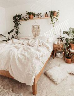 Room Ideas Bedroom, Cozy Bedroom, Home Decor Bedroom, Bedroom Inspo, Boho Teen Bedroom, Bedroom Decor Natural, Nature Bedroom, Bohemian Bedroom Decor, Natural Bedding