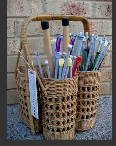 Cute way of storing knitting needles - could put wools etc in the basked too. I might do this with my picnic basket, would finally give me a storage solution for my knitting and an excuse to get a better hamper. Knitting Room, Knitting Stitches, Knitting Needles, Knitting Patterns, Crochet Needles, Sewing Patterns, Knitting Needle Storage, Yarn Storage, Diy Storage