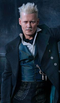 """""""Harry Potter"""" fans have been vocally against J. Rowling and the producers' choice to keep Johnny Depp in the """"Fantastic Beasts"""" movie franchise. Images Harry Potter, Harry Potter World, Harry Potter Characters, Lord Voldemort, Hogwarts, Young Tom Riddle, Fantastic Beasts Movie, Gellert Grindelwald, Jonny Deep"""