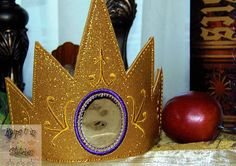 eXcLuSiVe Snow White Inspired EVIL QUEEN Magic Mirror Gold Glitter Vinyl CHILD Size Crown by KeepsUInStitches