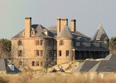 Newport, RI, is known for mansions and yacht races, but one of its best attractions is ten miles of road along the ocean.