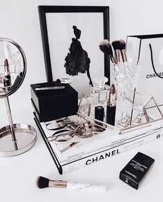 Permanent makeup can be a terrific option for ladies who play sports, have l., mit ankleide Permanent makeup can be a terrific option for ladies who play sports, have l. Room Ideas Bedroom, Bedroom Decor, Chanel Bedroom, Rangement Makeup, Chanel Decor, Photo Deco, Casa Clean, Princess Room, Vanity Decor