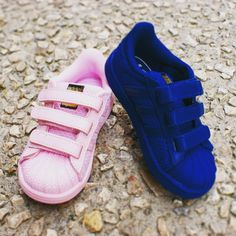 91c6fc4d1a320  adidasoriginals va régaler les petits ! Cette magnifique basket va mettre  leurs pieds en valeur. Chaussure TendanceChaussure EnfantChaussure ...