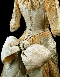 Ball gown by unknown maker, Great Britain. Moiré silk overlaid and trimmed with machine lace, and lined with silk, cotton and whalebone. © Victoria and Albert Museum, London. 1880s Fashion, Edwardian Fashion, Vintage Fashion, Vintage Outfits, Vintage Gowns, Moda Vintage, Vintage Mode, Style Édouardien, Club Style