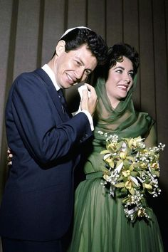 The wedding of Elizabeth Taylor and Eddie Fisher, Las Vegas, May 12, 1959.