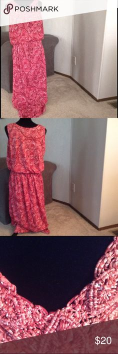 """CORAL Print Maxi Macrame knotted around 'V' neckline in front.'blouson' elasticized waistline with tie. 🎀🎀🎀 Sized 2x BUT fits like 1x. 🎀🎀.        58""""long FADED GLORY Dresses Maxi"""