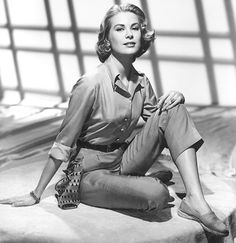 Grace Kelly wearing Espadrilles in th 1950s © Everett Collection/picturedesk.com