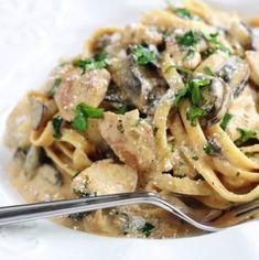 Pasta with chicken creamy mushroom sauce - Cuisine - Chicken recipes healthy Healthy Chicken Recipes, Vegan Recipes Easy, Meat Recipes, Pasta Recipes, Salad Recipes, Dinner Recipes, Recipe Chicken, Creamy Mushroom Sauce, Creamy Mushrooms