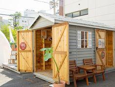 自分らしい暮らしについて考えてみませんか?日本初の小屋展示場開催! 東京虎ノ門に、14棟のオリジナルの「小屋」が展示されます。 Garage Shed, Tiny Cabins, Shed Design, Shed Storage, Home Reno, House Rooms, Tiny House, Pergola, Home And Garden