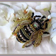 beaded bee - would be soooo beautiful on the end of a writing pen