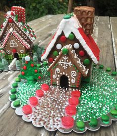 Idea for a base. Gingerbread House Parties, Gingerbread Crafts, Christmas Gingerbread House, Gingerbread Houses, Christmas Cookies, Office Christmas, Christmas Mood, Christmas Baking, Christmas Crafts