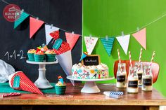 """Hurra, bald geht die Schule los! Zu Ehren des großen Tages haben wir """"Erste Klasse""""-Ideen in Sachen Torten, Cupcakes und Tischdeko fotografiert!"""