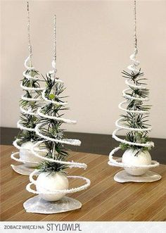 Christmas DIY: Bed Spring Christmas Bed Spring Christmas Decorations (couldn't find original source). Rustic Christmas, Christmas Art, Christmas Projects, Simple Christmas, Winter Christmas, Christmas Decorations, Christmas Ornaments, Room Decorations, Homemade Christmas Crafts
