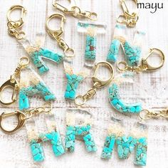 Timestamps DIY night light DIY colorful garland Cool epoxy resin projects Creative and easy crafts Plastic straw reusing ------. Diy Resin Keychain, Diy Resin Earrings, Acrylic Keychains, Resin Jewelry, Jewelry Crafts, Diy Resin Art, Epoxy Resin Art, Diy Resin Crafts, Diy Arts And Crafts