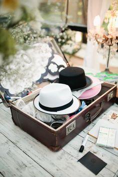 La valise : présentation des accessoires du Photobooth. Photography by Lifestorieswedding.com