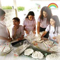 """O """"Projeto Aquarelinha"""" aposta na arte como a melhor maneira de entreter e se comunicar com os pequeninos. """" Uma fundação que acredita que acesso a cultura é um Direito de Todos!"""" .  Maiores informações: . www.aquarelinha.org . Realização: Fundação Suelle Harts . #fsh #fundacaosuelleharts #suellehartsfoundation #brazil #brasil #culture #cultura #saopaulo #brasilia #suelleharts #suelle #harts #artbrazil #artebrasileira Log Projects, Brazil, Culture, Art"""