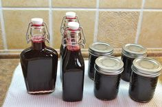 Mennonite Girls Can Cook: Blackberry Syrup. For every four cups of syrup add 2 Tbl. of butter and a half tsp. of vanilla extract. Gives it more flavor. Blackberry Syrup, Blackberry Recipes, Blackberry Jelly Recipe, Strawberry Syrup, Waffles, Salsa Dulce, Homemade Syrup, Canned Food Storage, Home Canning