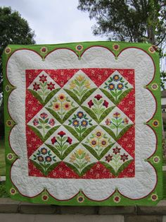Pop Up Posie Applique Quilt by Plain Ol' Vanilla.  Pattern by Erin Russek.  Blogger's Quilt Festival 2015.