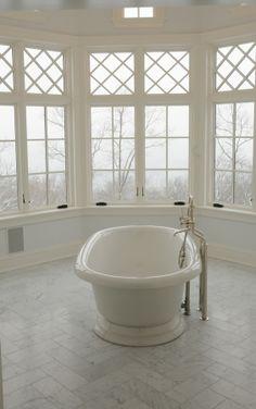 bathroom - simple bathtub - relax time - white room - bright rooms - windows - białe okna - naturalne światło - łazienka