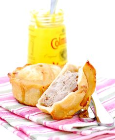 Knowing that I come Northern England some of you will understand if I tell you I have a fondness for pork pies since they have been part of growing up. Pork pies were usually a special treat bought. Uk Recipes, British Recipes, Dinner Recipes, Great British Food, Pork Meat, English Food, English Recipes, French Dishes, Vintage Recipes