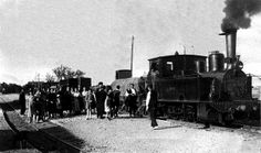 Estación de Malón. Tren de mercancias (locomotora nº 31) esperando a cruzar con un tren viajero.