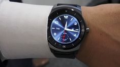 The G Watch R is the first smartwatch with a completely circular screen, but the improvements do not correct all of the original's shortcomings. G Watch, Android Wear, Heart Rate Monitor, New Technology, Cool Watches, Carry On, Smart Watch, Smartphone, Gadgets