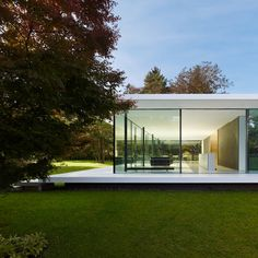 Haus by Werner Sobek. Nice and clean design in beautiful surroundings. Architecture and nature in harmony. Cantilever Architecture, Residential Architecture, Interior Architecture, Residential Land, Sustainable Architecture, Design Exterior, Modern Exterior, Minimalist Architecture, Contemporary Architecture