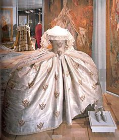 Coordination Dress Of Empress Catherine II Russia Brocade Decorative Embroidery On Applique Work Lace