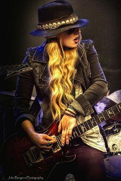 Orianthi / The Guitar Queen.